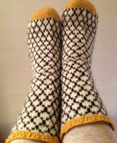 madebymomoko wool socks. Great colour combination.