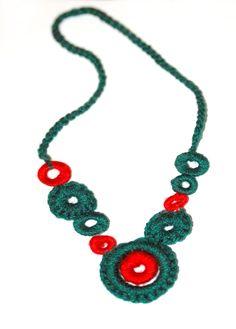 http://tiendacrochetear.wix.com/pepaburochi    Collar de crochet.