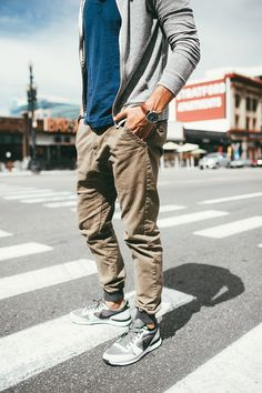 Tshirt+ jogger pants +sports shoes= dancers outfit of the da Jogger Pants Outfit, Jogger Pants Style, Mens Jogger Pants, Sport Pants, Joggers Shoes, Joggers For Men, Nike Outfits, Khaki Joggers, Khaki Pants