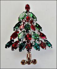 Pretty Napier Rhinestone Christmas Tree Brooch
