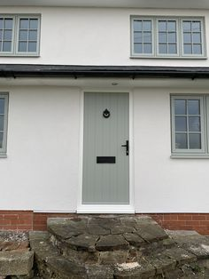 A gorgeous Solidor in Painswick fitted near Rugby Exterior House Remodel, Rendered Houses, House Front, Windows Exterior, Cottage Door, Exterior Doors, Green Windows, Terrace House Exterior, House Paint Exterior
