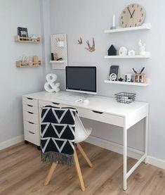 """Como Montar Um Home Office: 5 Dicas Essenciais! Não sabe por onde começar e fica se perguntando como montar um home office? Confira essas 5 dicas! Se você gosta de tons mais claros, e um estilo """"Pinterest""""... Bedroom Decor For Couples, Room Ideas Bedroom, Home Decor Bedroom, Bedroom Rustic, Bedroom Office, Cozy Bedroom, Home Office Space, Home Office Design, Home Office Decor"""
