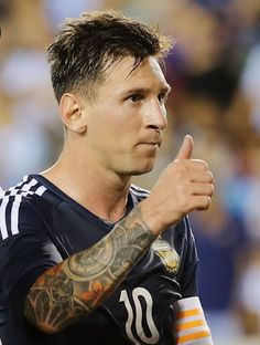 Best in Barcelona, the best in Argentina, the best in the world. Lionel Messi, Messi 10, Messi Soccer, Soccer Boys, Good Soccer Players, Football Players, Argentina National Team, Baseball Training, Sport Inspiration