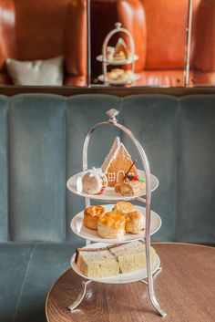 Festive Champagne Afternoon Tea at Lanes of London - AfternoonTea.co.uk Ohhhhhhh! I really, really want that! I'd feel like a kid at Christmas!