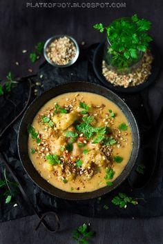 """Plate of Joy: Marokańska zupa z kalafiorem, """"harissą"""" i kaszą jaglaną - Wegańskie warsztaty z Michałem Lachurem"""