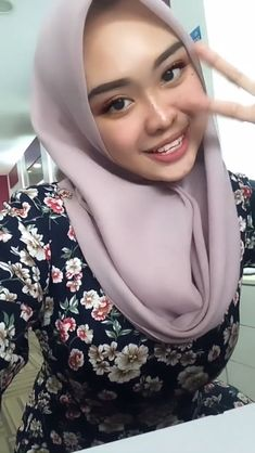Arab Girls Hijab, Girl Hijab, Muslim Girls, Beautiful Hijab Girl, Beautiful Muslim Women, Folk Fashion, Hijab Fashion, Indiana, Indonesian Girls
