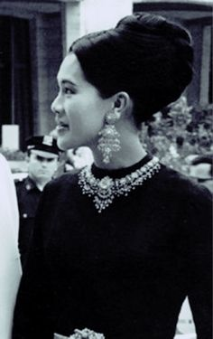 Hm The Queen, Her Majesty The Queen, King Queen, King Rama 10, Kate Middleton Wedding Dress, King Thailand, Queen Sirikit, Queen Mother, Royal Jewelry