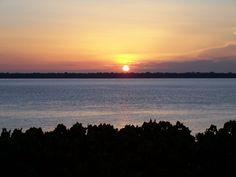 Sunset in Guajará Bay, Belém http://www.panoramio.com/photo/1546742