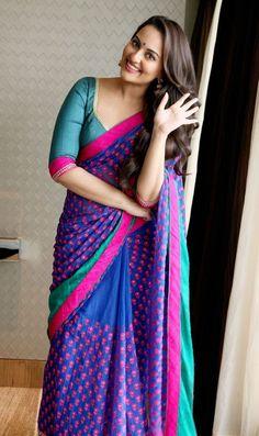 Nobody Like This Desi Girl! Sonakshi Stuns In Sari Sonakshi Sinha in a colourful saree and blouse.Sonakshi Sinha in a colourful saree and blouse. Sonakshi Sinha Saree, Deepika Padukone, Priyanka Chopra, Kareena Kapoor, Bollywood Designer Sarees, Bollywood Fashion, Bollywood Girls, Bollywood Saree, Indian Attire