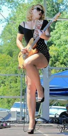 Samantha Fish (Blues-singer from Kansas-City) Female Guitarist, Female Singers, Great Legs, Nice Legs, Lovely Legs, Pop Rocks, Rock And Roll Girl, Ladies Of Metal, Women Of Rock