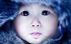 Fond ecran jeune enfant esquimau groenland fourrure mignon gros plan
