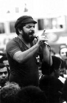 Momentos históricos da vida de Lula - 1982 - Lula metalúrgico - Presidente do Sindicato dos Metalúrgicos do ABC, Lula discursa em São Bernardo do Campo.