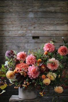 lush pink and orange dahlia floral arrangement My Flower, Fresh Flowers, Beautiful Flowers, Flower Farm, Beautiful Gorgeous, Fall Flowers, Rustic Flowers, Summer Flowers, Draw Flowers