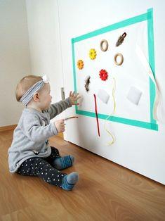 DIY Klebewand für Babys und Kleinkinder. Zum Entdecken und Ausprobieren von verschiedenen Formen, Farben und Materialien. Kreativförderung von Fantasiewerk