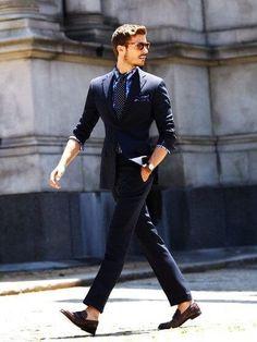 海外スーツスタイルに多用されるディテール、アイテムとも言えそうです。