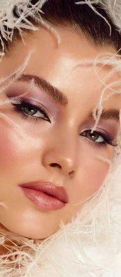 Beautiful Lips, Most Beautiful Women, Gents Hair Style, Red And Pink Roses, Model Outfits, Glam Makeup, Woman Face, Pretty People, Best Makeup Products