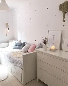 2 DIY nórdicos para hacer con pintura en spray pintar sillas o maceteros efecto cemento? Dream Rooms, Dream Bedroom, Room Decor Bedroom, Ikea Girls Bedroom, Bedrooms, Daybed Room, Ikea Daybed, Girl Bedroom Designs, My New Room