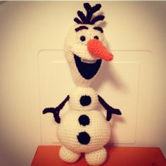 Crochet Olaf the Snowman from Disney Movie Frozen. Free pattern!