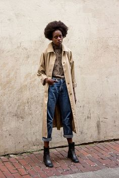Street Style I fashion I edgy outfit I camel beige trench coat I floral print turtle neck jumper I  boyfriend jeans I beauty @Mon Style App