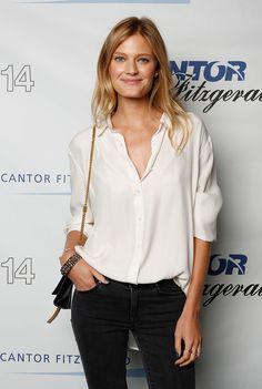 Constance Jablonski - loose blouse with jeans