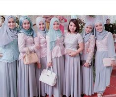 Model Kebaya Seragam Trend 2016 untuk Pernikahan Acara Keluarga Pesta Resmi  - Tampil dengan kebaya seragam/kembaran di di sebuah acara bers...