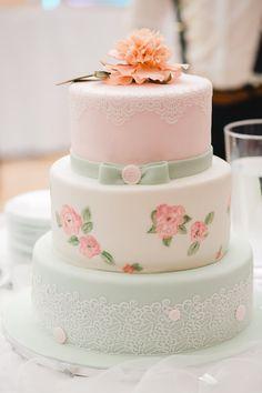 Stilvolle Ideen für eine Hochzeitstorte mit Fondant - Hochzeitskiste Naked Cakes, Fondant, Desserts, Food, Ideas, Tailgate Desserts, Fondant Icing, Meal, Dessert