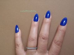 stiletto blu royal unghie finte a punta glossy nail art natale gothic lolita celeb artigli elegante festa notte nozze lasoffittadiste