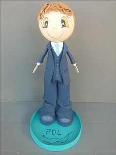 Siguiendo en plena campaña de comuniones os enseñamos la fofucha personalizada que le hicimos a Pol, todo un mini caballero!!!