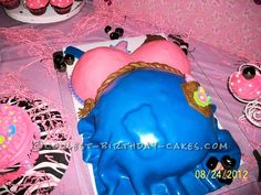Coolest Baby Bump Cake ...This website is the Pinterest of birthday cakes