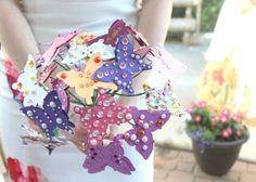 Aproveite esta ideia para fazer um buquê de borboletas para diferenciar o seu chá de cozinha ou chá de bebê com este lindo artesanato.