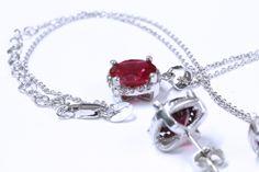 Rojo vibrante. El acento perfecto para tu outfit. | Conoce más en www.facebook.com/joyeriagn
