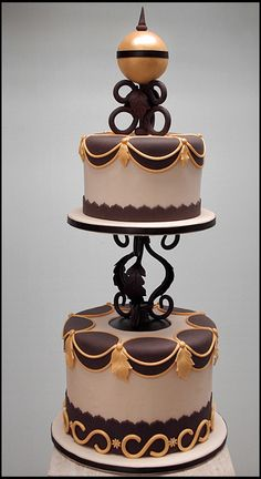 Such a nice cake. It looks a little arabian to me... I would love this for an arabian themed party. Or even just a natural toned party.