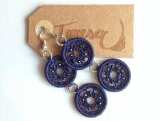 #Orecchini all' #uncinetto pendenti a doppio cerchio in #cotone blu con micro sfere di cristallo  Mod. 31 Color Bn.