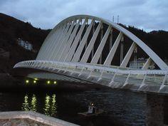 Calatraba.... también llego a Ondarroa....una interesante perspectiva del puente