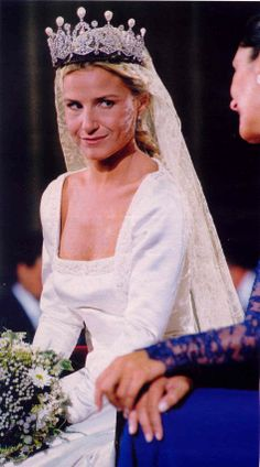 The Alba diamond and pearl tiara was later worn by Eugenia, Cayetana's only daughter, and youngest child. Eugenia Martinez de Irujo, Duchess of Montoro, married Francisco Rivera Ordonez on 23 October 1998 Royal Brides, Royal Weddings, Royal Tiaras, Tiaras And Crowns, Famous Wedding Dresses, Wedding Gowns, Royal Family Portrait, Adele, Royal Jewelry