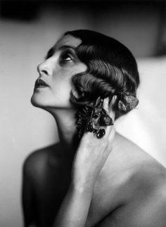 Renee Perle, 1930. Photo: Jacques-Henri Lartigue. Le sosie de l'actrice Dominique Blanc !!
