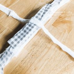 Make a simple rag bow using just fabric! These rag bows are an easy way to add personality and life to any space in your home. Fabric Wreath, Fabric Bows, Fabric Strips, Wreath Bows, Diy Wreath, Diy Bow, Diy Ribbon, Ribbon Bows, Fabric Bow Tutorial