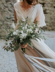 white and green neutral bouquet