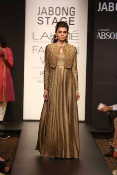 Lakmé Fashion Week – Harshita Chaterjee Deshpande at LFW WF 2014 Stylish Dress Designs, Stylish Dresses, Fashion Dresses, Abaya Fashion, Designer Party Wear Dresses, Indian Designer Outfits, Party Dresses, Indian Attire, Indian Outfits