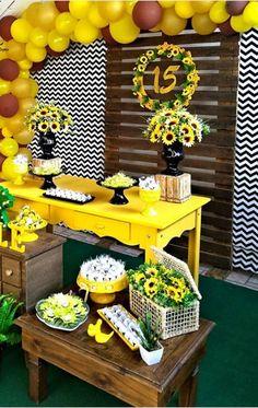 Fiesta temática de Girasol Sunflower Birthday Parties, Sunflower Party, Sunflower Baby Showers, Yellow Birthday, Bee Party, 17th Birthday, Sweet 16 Parties, Party Entertainment, Baby Shower Decorations