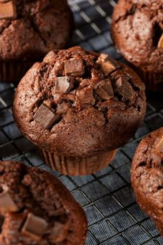 New Cake Chocolate Chip Muffin Recipes 16 Ideas Muffin Recipes, Cupcake Recipes, Dessert Recipes, Cupcakes, Double Chocolate Chip Muffins, Desserts With Biscuits, Delicious Desserts, Yummy Food, New Cake