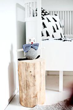 * Kombination von glatten, weißen Möbeln und natürlichen Materialien - wir finden es wunderhübsch!
