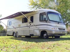1997 Holiday Rambler Vacationer class A gas motorhome tutorial walk-through. Video by: HelpSellMyRV.com, Louisville Kentucky 502-645-3124