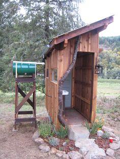 Institute of Jurassic Technology: Fantastic crapper — home made composting toilet portrait - Alles über den Garten