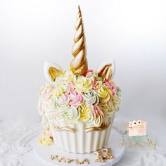 Unicorn giant cupcake by: The Sweet Alley