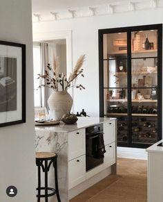 Deco Design, Küchen Design, House Design, Interior Desing, Interior Decorating, Kitchen Interior, Kitchen Decor, Wine Cabinets, Home Kitchens
