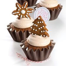 """Gingerbread cupcakes with cinnamon cream cheese frosting. """"'YUM' seems to be the unanimous response from our taste-testers when we serve these cupcakes. A spicy, gingery cake finds its perfect complement in sweet, rich cream cheese frosting. Gingerbread Cupcakes, Christmas Cupcakes, Christmas Desserts, Holiday Treats, Christmas Treats, Holiday Recipes, Easter Cupcakes, Flower Cupcakes, Frosting Recipes"""