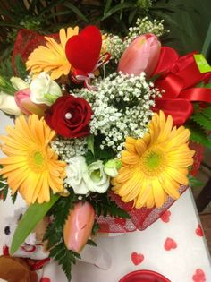 Bouquet di rose, fiori misti e personalizzati per ogni occasione. Vasto assortimento di piante e portavasi per Regali originali