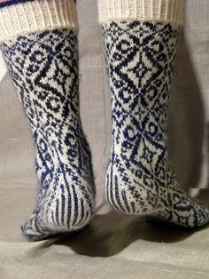 inspiration : lenealve's wallflower socks, pattern by stephanie van der linden, 6usd from twist collective (top down)