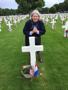 She's watched over this WWII soldier's grave for 74 years. He was a mystery to her, until now American Cemetery, Polling Stations, Killed In Action, Memorial Weekend, Support Our Troops, First Lady Melania Trump, Veterans Memorial, Vietnam Veterans, American Soldiers